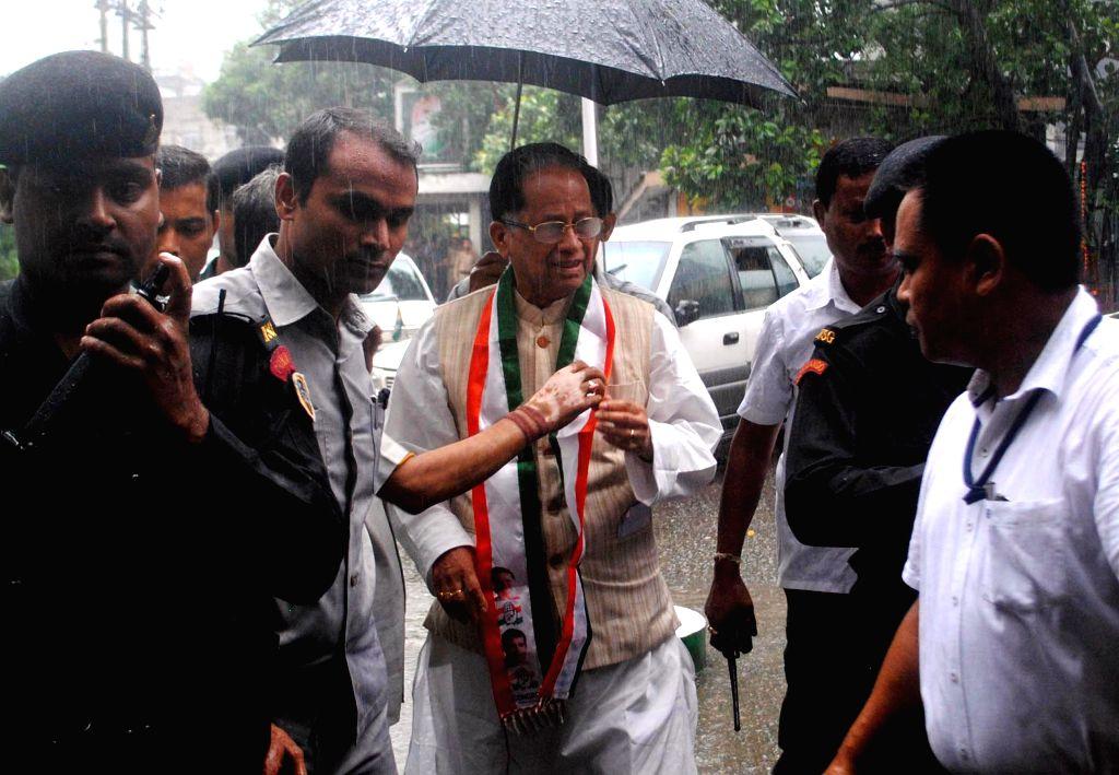 Assam Chief Minister Tarun Gogoi arrives to meet the leader of the Congress parliamentary party in Lok Sabha Mallikarjun Kharge at Rajiv Bhawan in Guwahati on June 23, 2014. - Tarun Gogoi