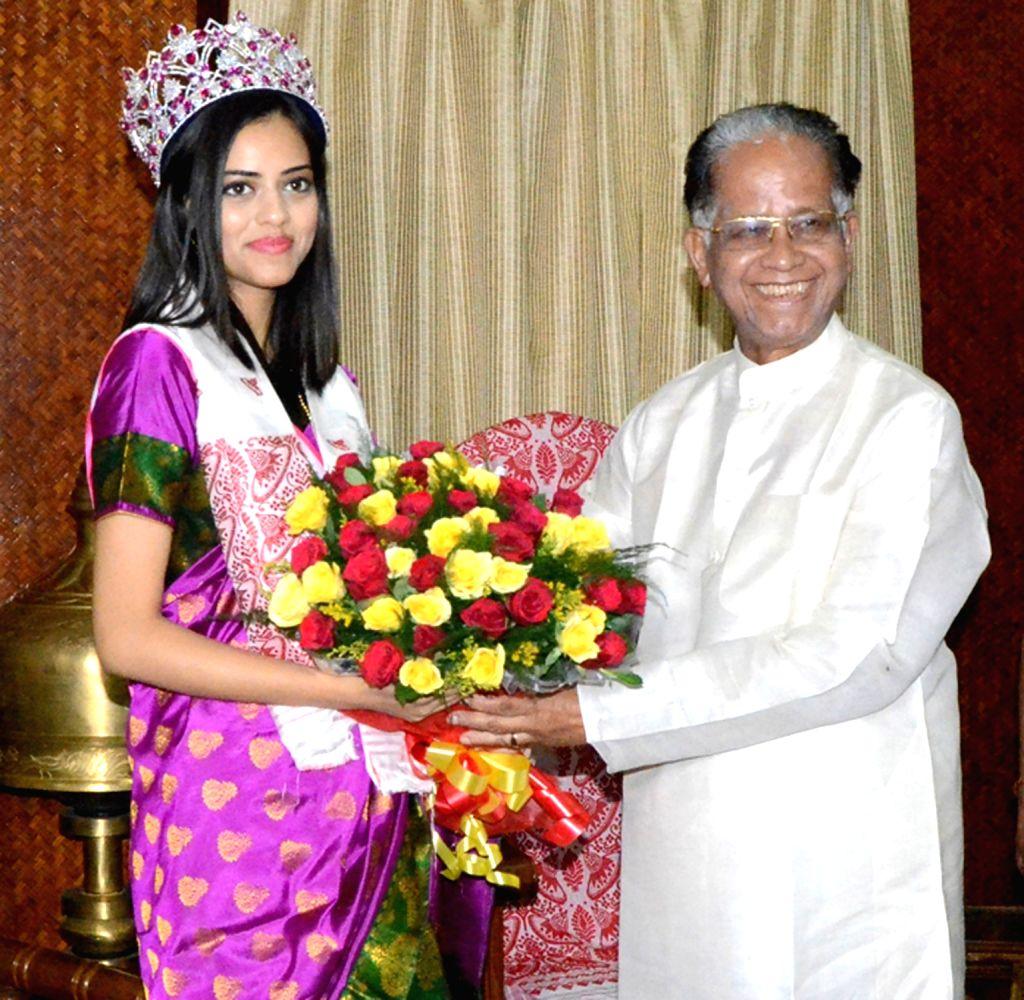 Assam Chief Minister Tarun Gogoi felicitates Femina Miss India World 2016 Priyadarshini Chatterjee at his official residence in Guwahati in Guwahati, on April 20, 2016. - Tarun Gogoi and Priyadarshini Chatterjee