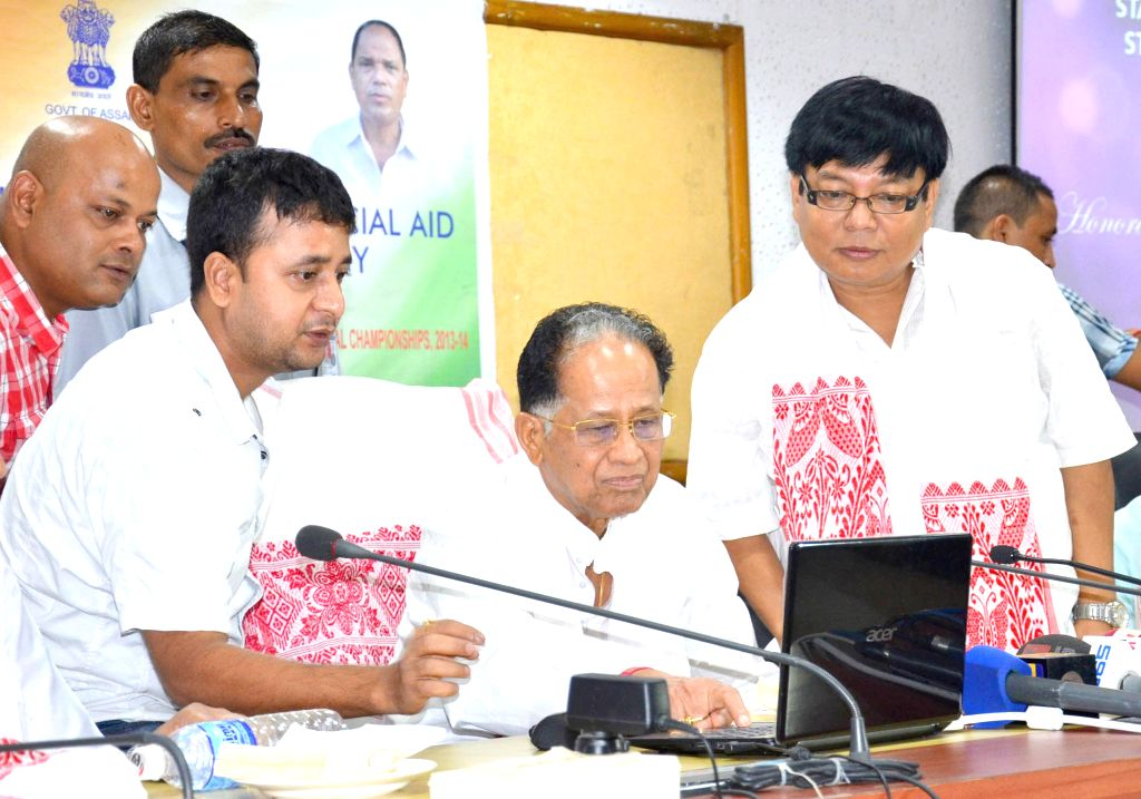 Assam Chief Minister Tarun Gogoi launches the website of  State Level Advisory Committee for Student and Youth Welfare during a programme in Guwahati on July 30, 2014. - Tarun Gogoi
