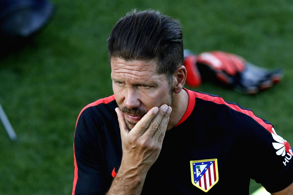 Atletico Madrid's Argentinian coach, Diego Pablo Simeone, during a team's training session at Majadahonda Sports Complex, outskirts of Madrid, Spain, 17 August 2015. EFE/Kiko Huesca/IANS