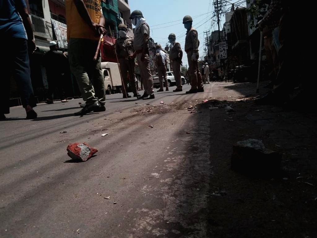 Attack on police and medical team in Meerut. (Photo: Sanjeev Kumar Singh Chauhan)