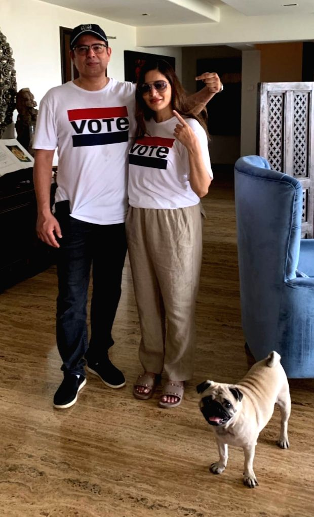 Atul Agnihotri and his wife Alvira Khan Agnihotri show their fingers marked with indelible ink after casting their votes for the fourth phase of 2019 Lok Sabha elections, in Mumbai on April ... - Alvira Khan Agnihotri