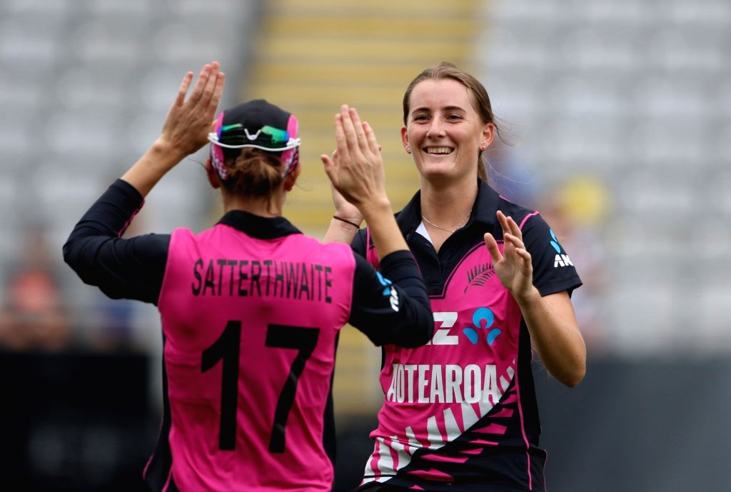 Auckland (New Zealand): New Zealand's Rosemary Alison Mair celebrates the wicket of Smriti Mandhana with captain Amy Satterthwaite during the second women's T20I match between India and New Zealand ... - Amy Satterthwaite