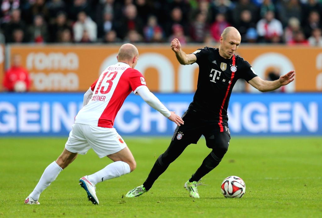 Bayern Munich's player Arjen Robben (R) competes during the German first division Bundesliga football match between Bayern Munich and Augsburg in Augsburg, ...