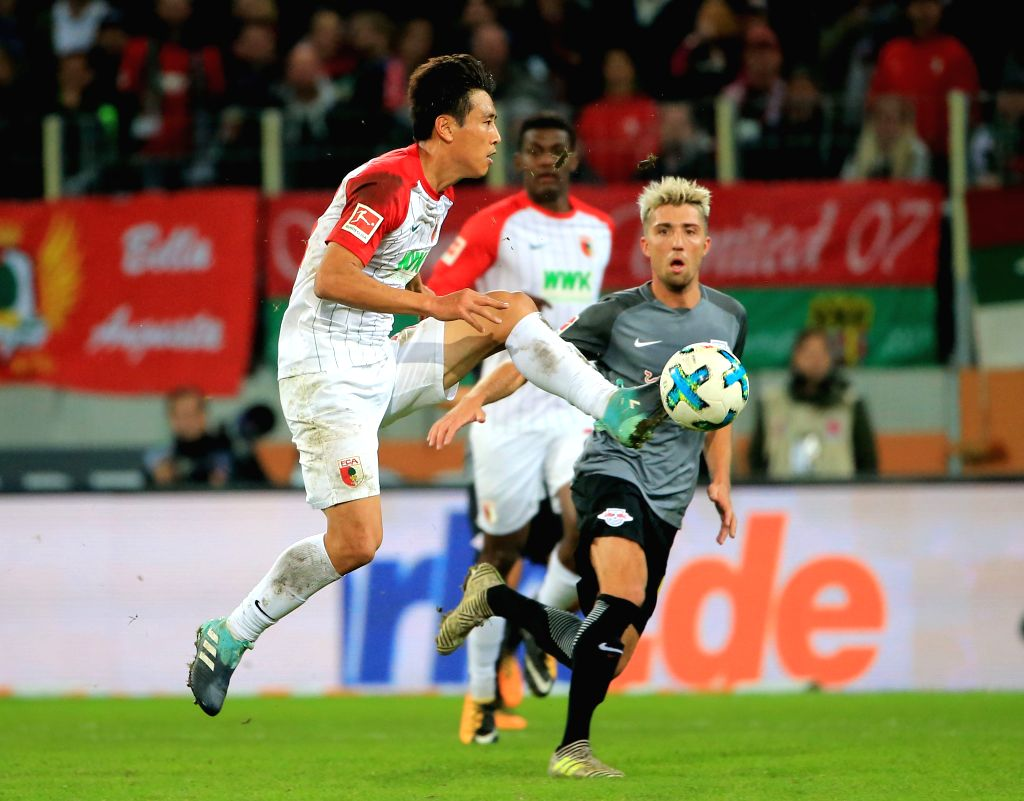 AUGSBURG, Sept. 20, 2017 - Augsburg's Koo Ja-cheol (Front) controls the ball during a German Bundesliga match between FC Augsburg and RB Leipzig, in Augsburg, Germany, on Sept. 19, 2017. RB Leipzig ...