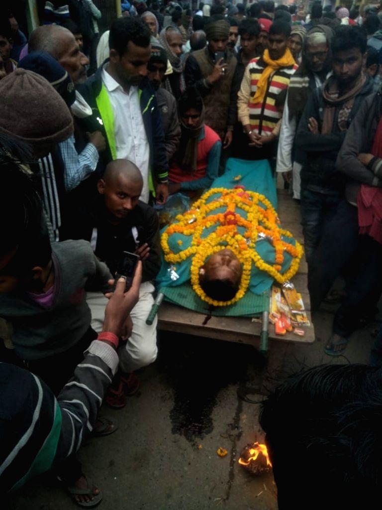 Aurangabad: Body of BJP leader Mohan Yadav, who was shot dead by unidentified assailants in Bihar's Aurangabad district, on Feb 8, 2019. (Photo: IANS) - Mohan Yadav