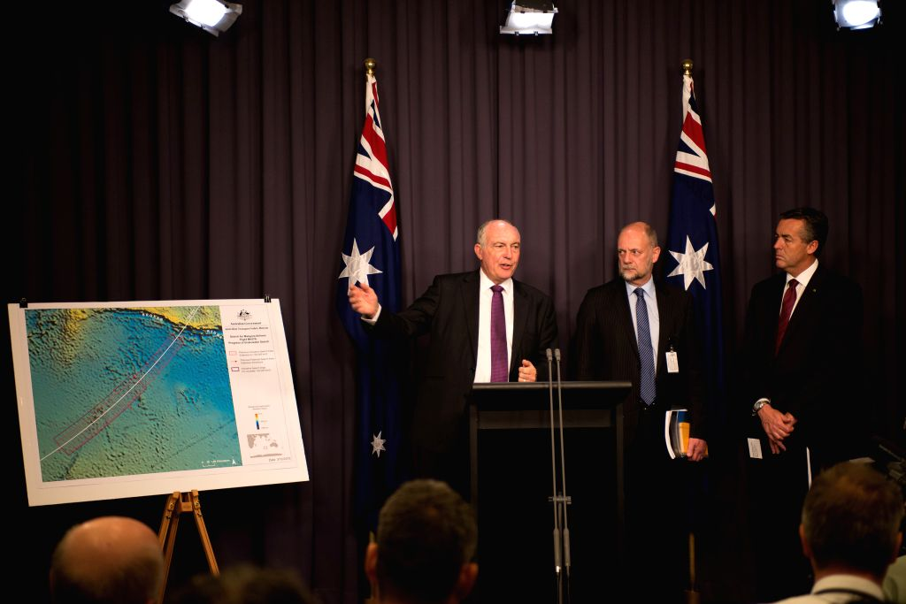 Australian Deputy Prime Minister Warren Truss (1st L) speaks to the media during a press conference at the Parliament House in Canberra, Australia, Dec. 3, 2015. ... - Warren Truss