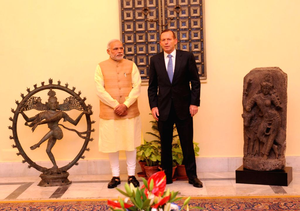 Australian Prime Minister Tony Abbott returns two antique statues to India in presence of to Prime Minister Narendra Modi in New Delhi on Sept 5, 2014. - Tony Abbott and Narendra Modi
