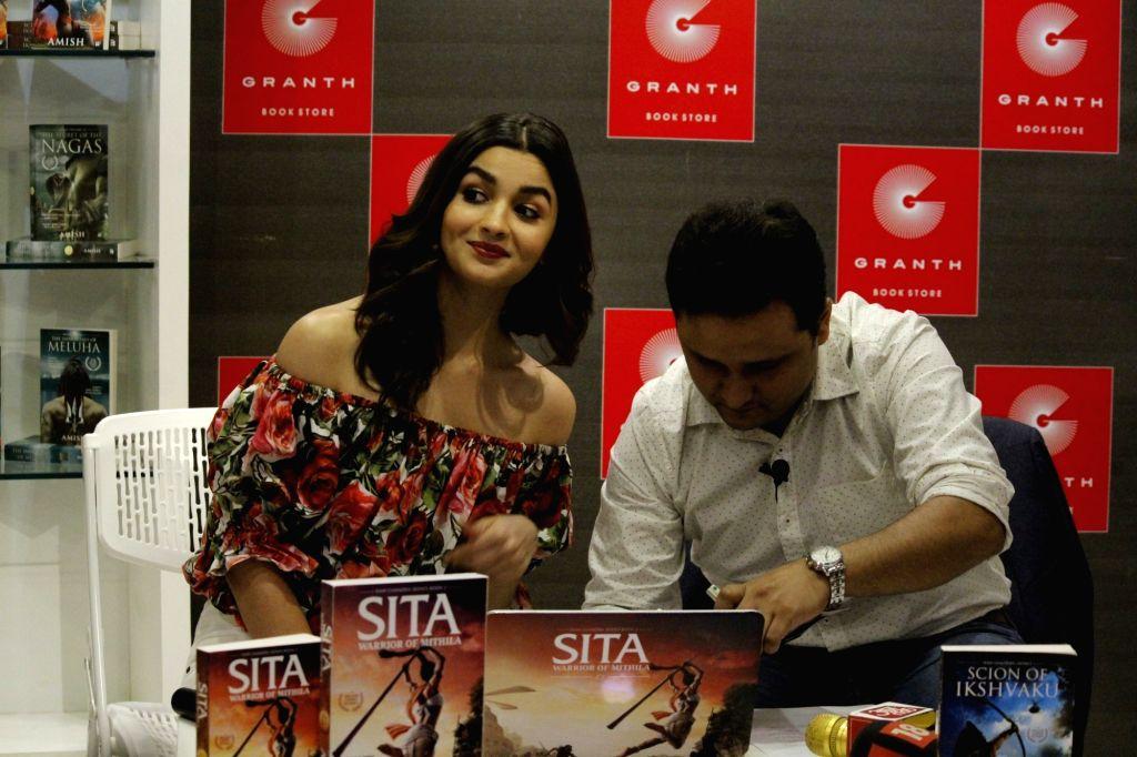 Author Amish Tripathi with actress Alia Bhatt during the trailer launch of Amish Tripathi`s book Sita - Warrior Of Mithila, in Mumbai on May 16, 2017. - Alia Bhatt and Amish Tripathi