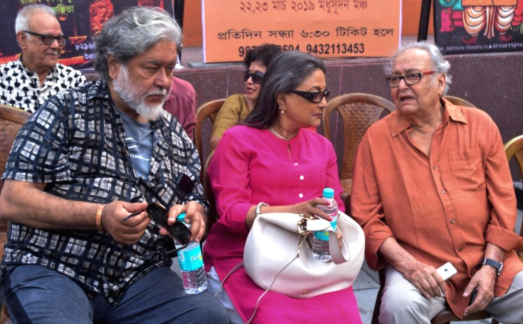 """Author Kalyan Ray and actors Aparna Sen and Soumitra Chatterjee during a rally organised to protest against the withdrawal of Anik Dutta's film """"Bhobishyoter Bhoot (Ghost of the ... - Aparna Sen and Soumitra Chatterjee"""