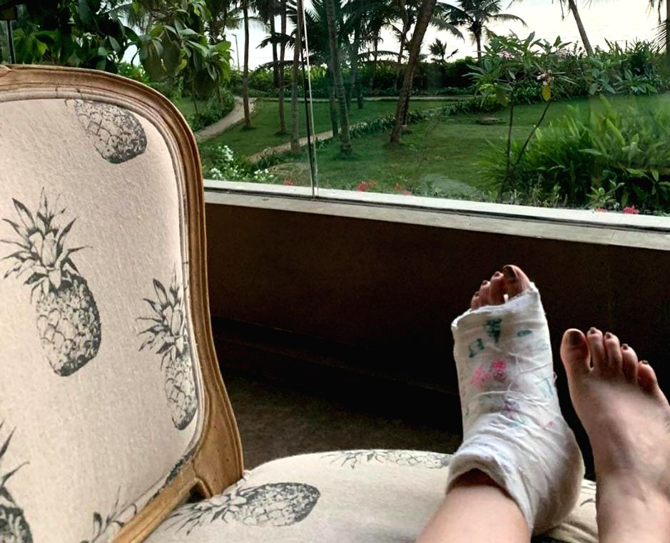 Author-producer Twinkle Khanna recently broke a foot, and her little daughter Nitara, is trying her best to turn Twinkle's plaster into a canvas - Khanna
