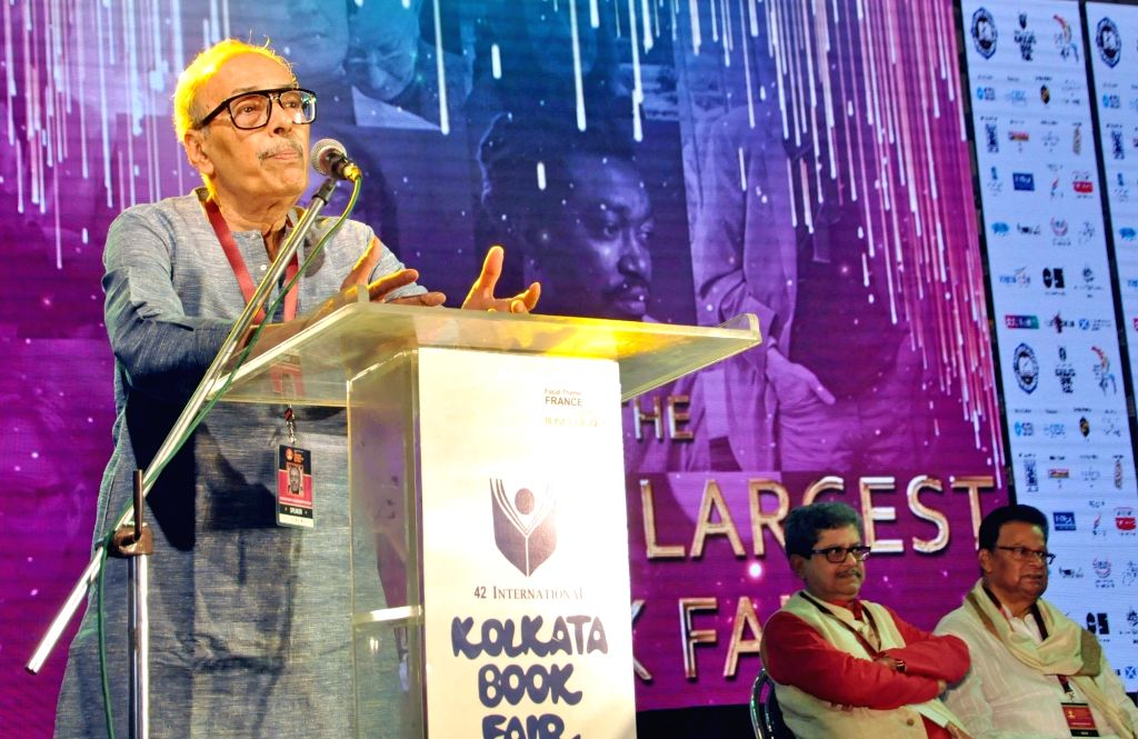 Author Shirshendu Mukhopadhyay addresses during the inauguration of the 5th Edition of Literature Festival during 42nd International Kolkata Book Fair on Feb 8, 2018.