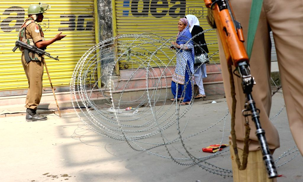 Authorities impose restrictions in parts of Srinagar to avoid Pakistan Independence Day celebration by separatists, on Aug 14, 2015.