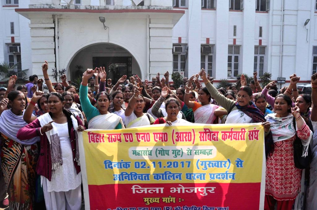Auxiliary Nurse Midwife (ANM) contractual workers stage a demonstration to press for their various demands at the Commissioner's office in Patna on Dec 6, 2017.