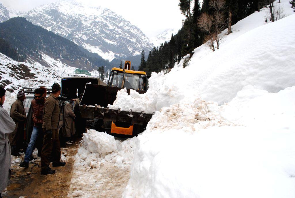 avalanche hit the Jammu-Srinagar highway. (File Photo: IANS)