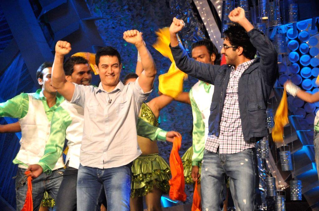 Ayushman Khurana and Aamir Khan on NDTV Greenathon event in Mumbai. - Aamir Khan