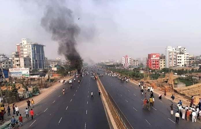 B'desh militants set fire to central library