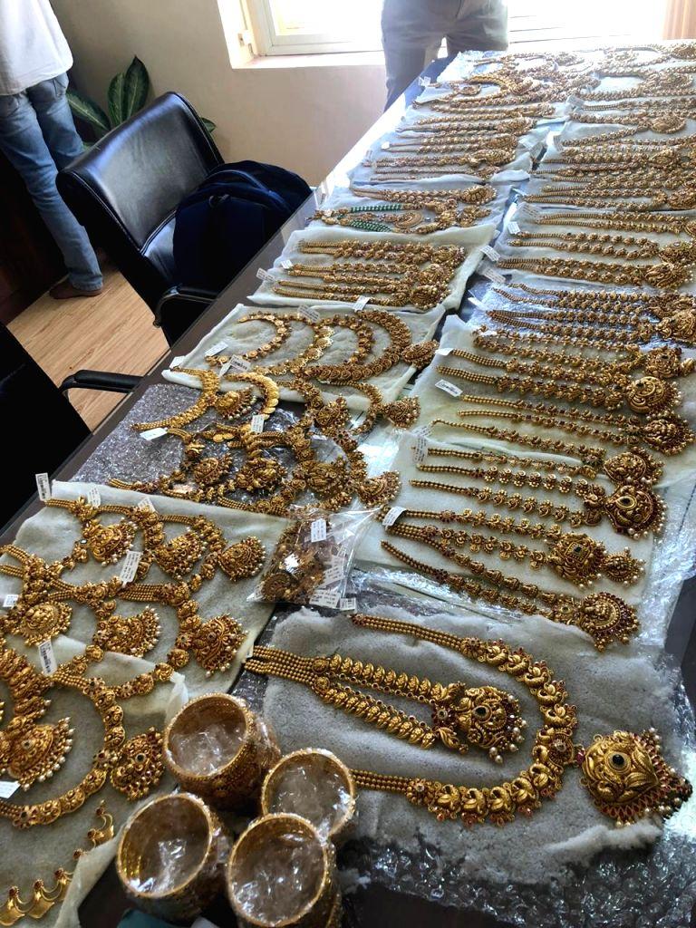 B'luru police nab 2 with 6kg unaccounted gold ornaments.