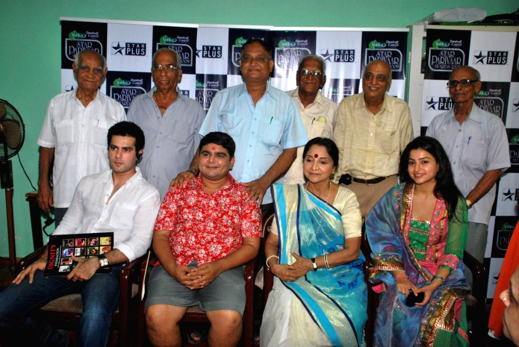 """Baa Bahu aur Baby team with """"Dignity Foundation"""" meet and greet."""