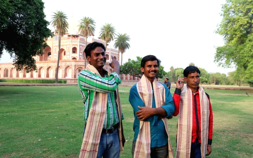 Babul Sheikh, Md. Bilal and Nur Muhammad the artists who were involved in making the Gold Finial at Humayun's Tomb after being felicitated by Union Minister of State for Culture ... - Babul Sheikh and Mahesh Sharma