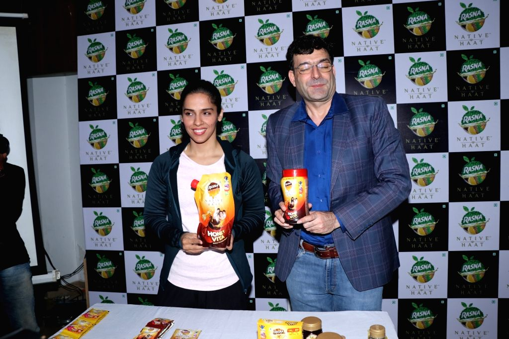 Badminton player Saina Nehwal and Piruz Khambatta Chairman of Rasna Pvt. Ltd during a program in Mumbai on Nov 29, 2018.