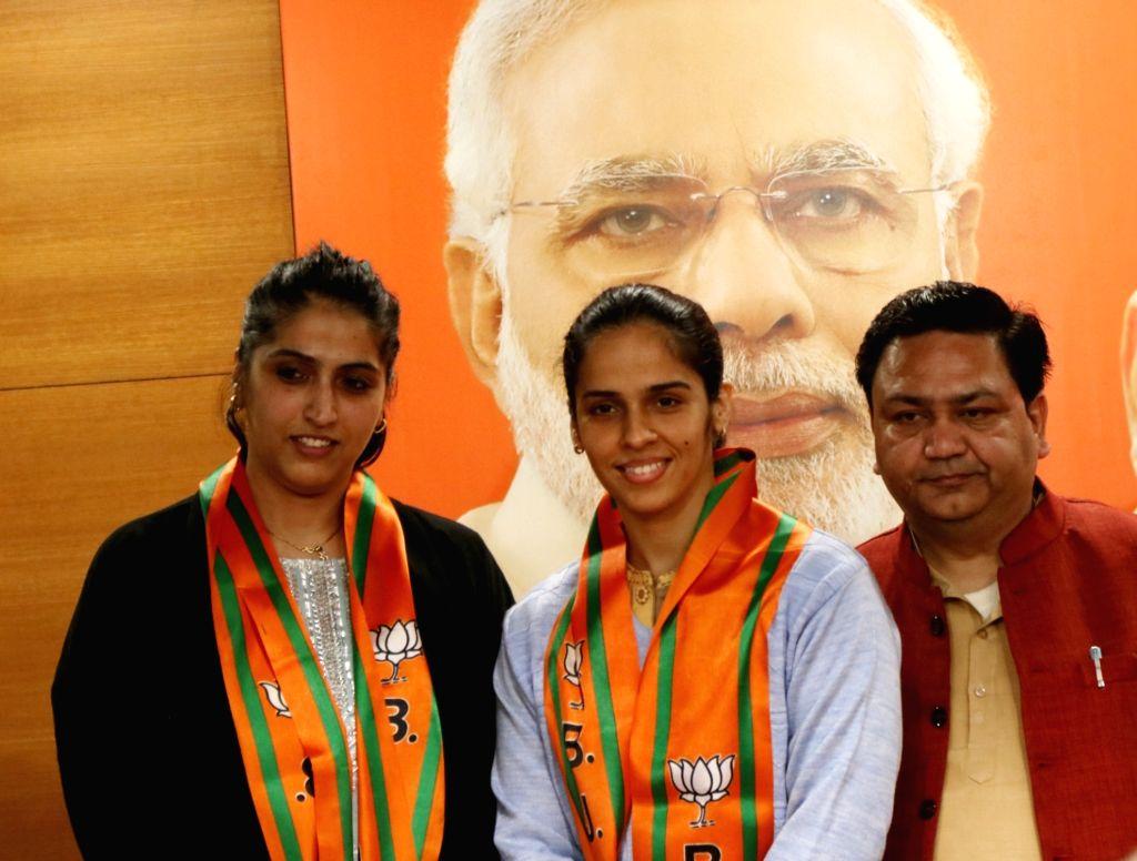 Badminton star Saina Nehwal and her elder sister Abu Chandranshu Nehwal after joining the BJP, in New Delhi on Jan 29, 2020.