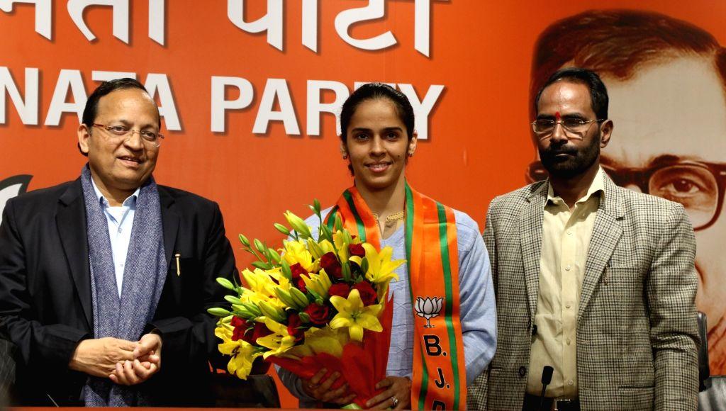 Badminton star Saina Nehwal joins BJP in the presence of party General Secretary Arun Singh, in New Delhi on Jan 29, 2020. - Secretary Arun Singh