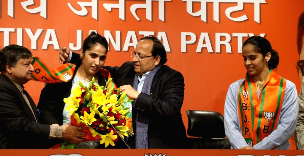 Badminton star Saina Nehwal's elder sister Abu Chandranshu Nehwal joins BJP in the presence of party General Secretary Arun Singh, in New Delhi on Jan 29, 2020. - Secretary Arun Singh
