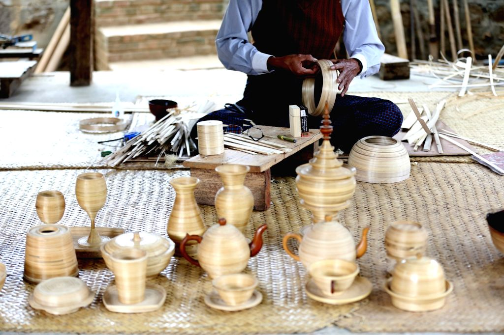 MYANMAR-BAGAN-TRADITIONAL HANDICRAFT-LACQUERWARE-WORKSHOP