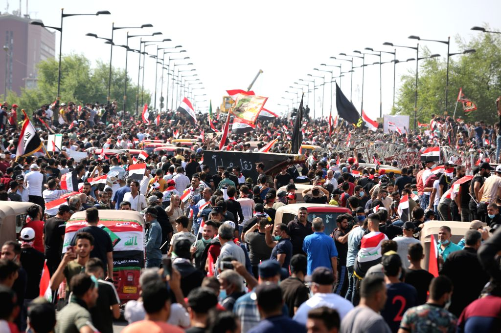 BAGHDAD, Oct. 25, 2019 (Xinhua) -- Protesters try to cross al-Jumhouriya bridge to reach the Green Zone in Baghdad, Iraq, on Oct. 25, 2019. Hundreds of protesters rallied Friday in some Iraqi cities including capital Baghdad, amid the resumed anti-go