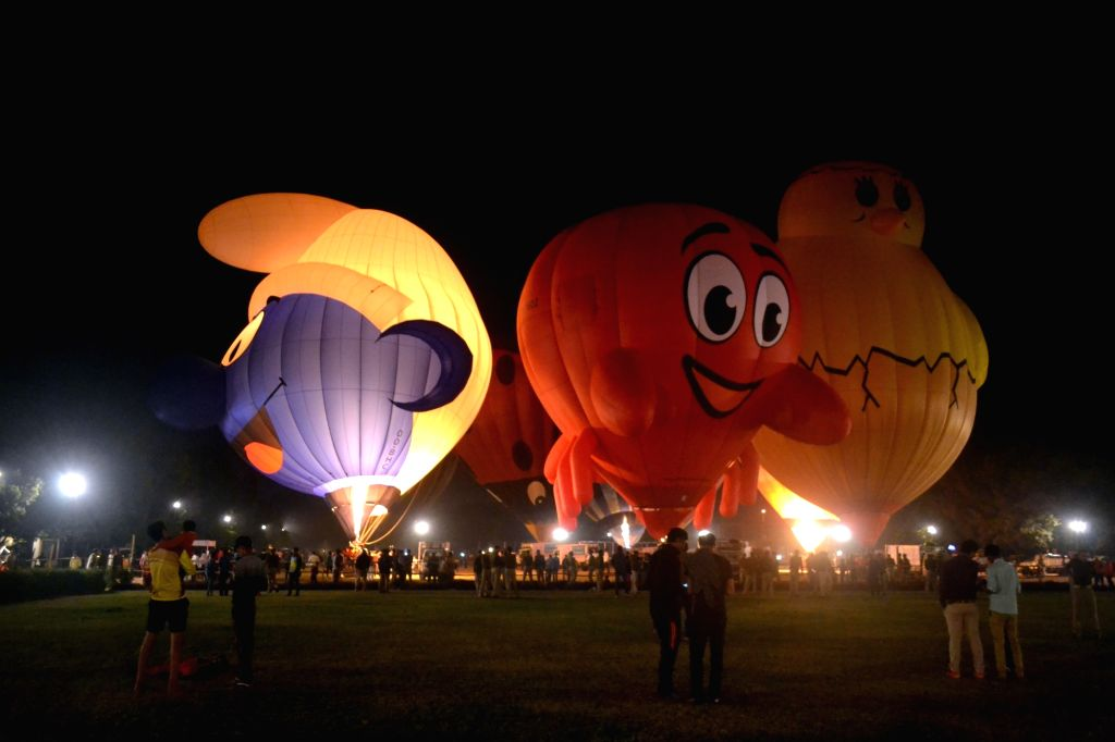 Balloon Festival underway at PAC grounds in Agra, on Nov 25, 2016.