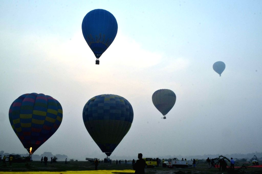 Balloons fly in Agra sky during the two-day balloon festival on Nov 14, 2015.
