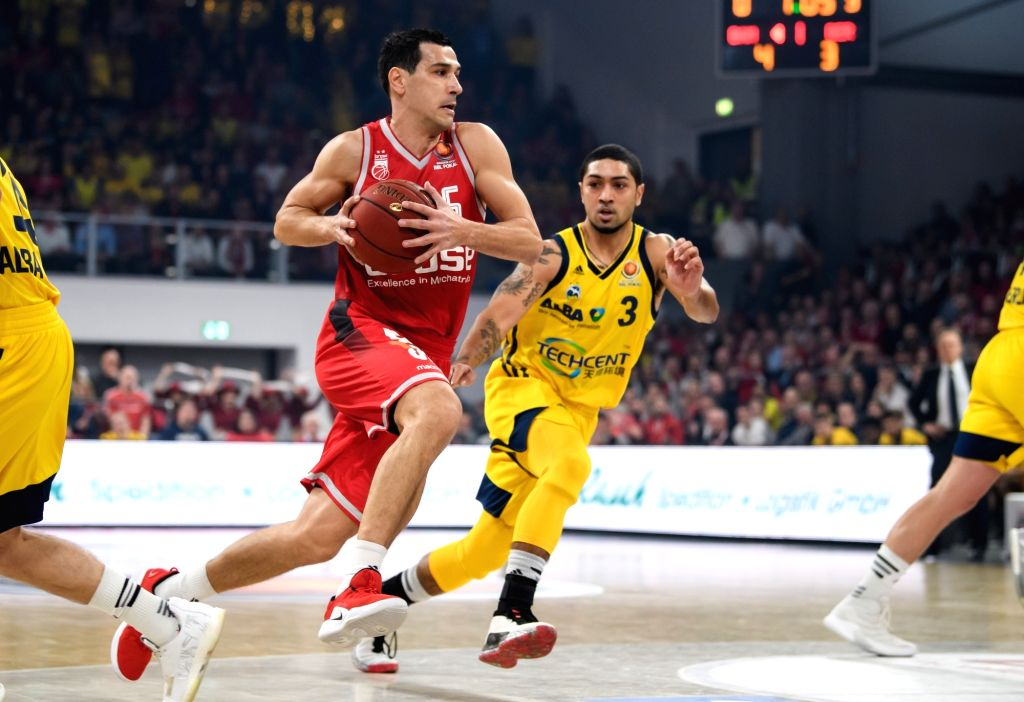 BAMBERG, Feb. 18, 2019 - Brose Bamberg's Nikolaos Zisis (L) controls the ball under the defense from Alba Berlin's Peyton Siva during the final match of German Cup between Brose Bamberg and Alba ...