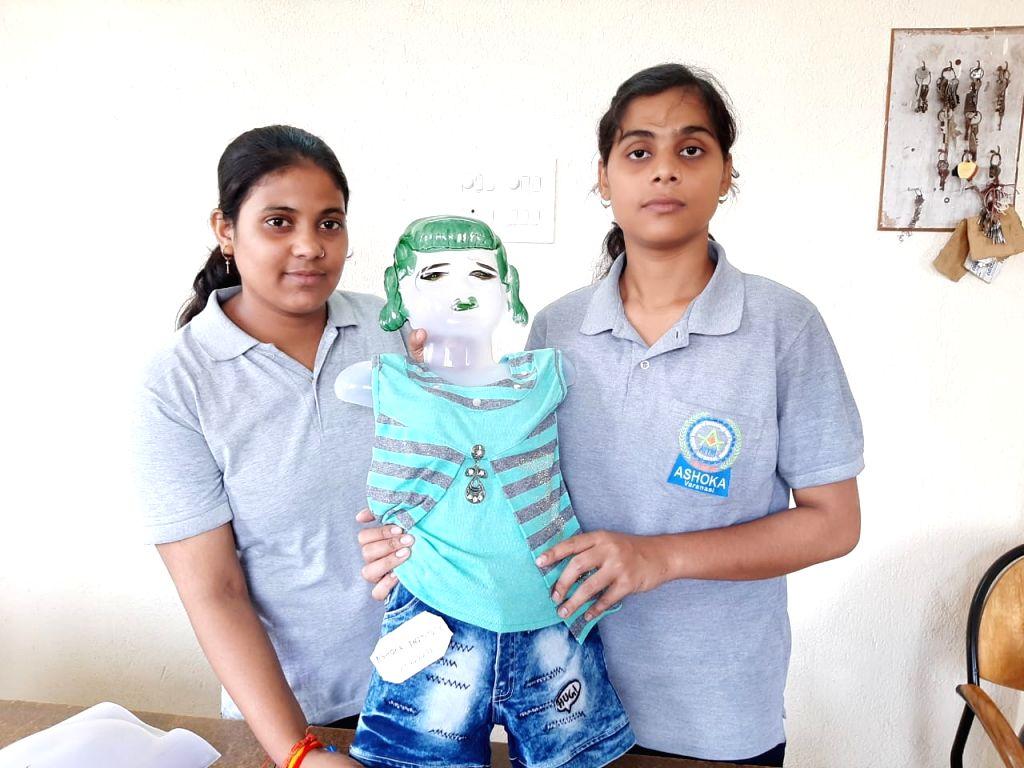 Banaras Students made smart tracker uniform.