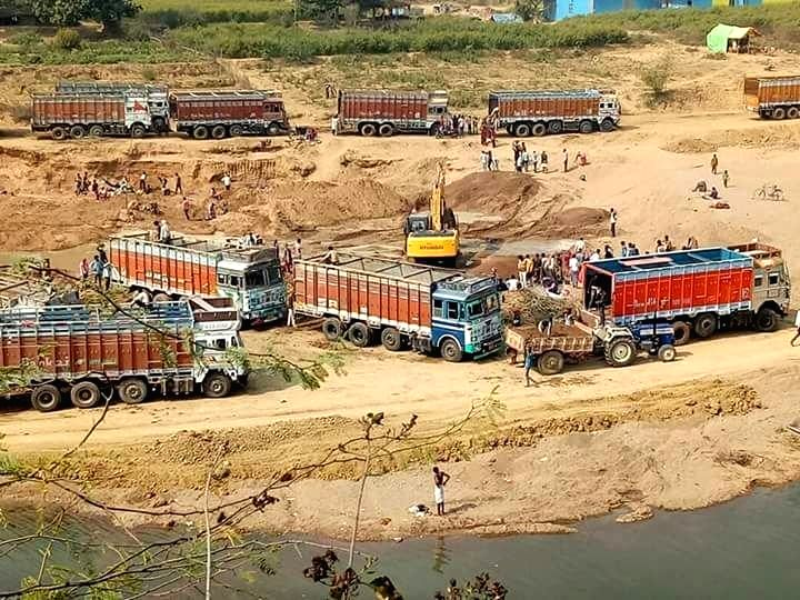 Banda: A view of the site where illegal mining of sand is operated in Banda district, Uttar Pradesh, on June 19, 2019. ( Photo: IANS)