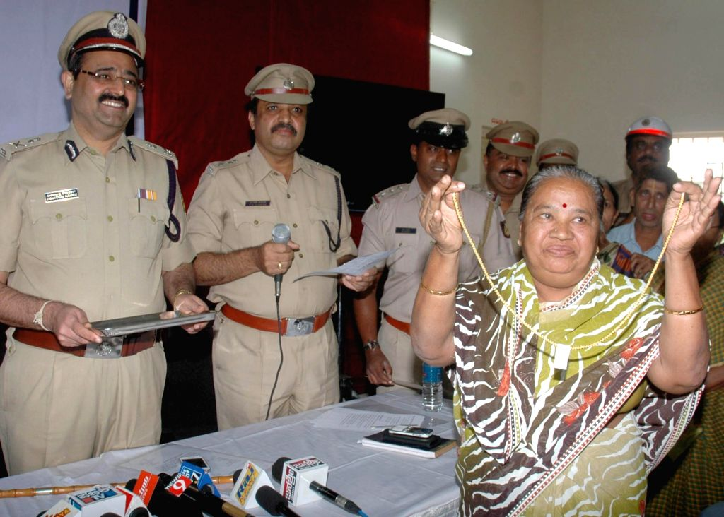 Bangalore City Police Commissioner Ragavendra Auradkar presenting jewellery to the owners which were recovered by police at Police commissioner Office, in Bangalore on Dec. 7, 2013.