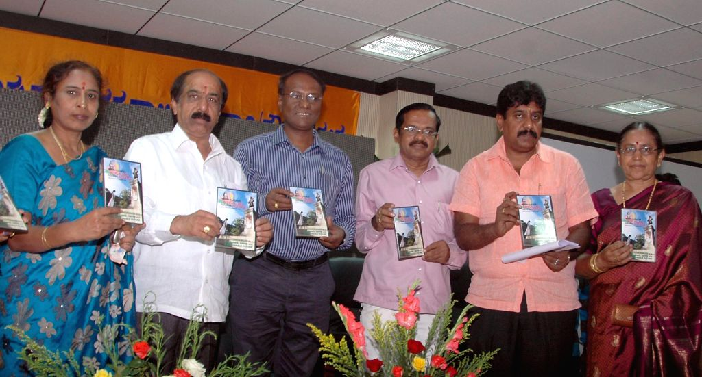 "Bangalore Mayor B S Satyanarayana, Deputy Mayor Indira and other dignitaries during launch of ""Namma Bangalore Namma Koduge"" (Our Bangalore-Our Presentation) theme song DVD at BBMP Employee"