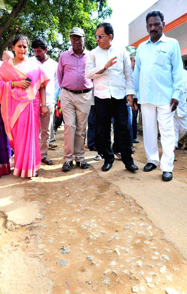 Bangalore Mayor Shanta Kumari and Deputy Mayor K. Ranganna inspect status of development work in South Bangalore on Sept 9, 2014.