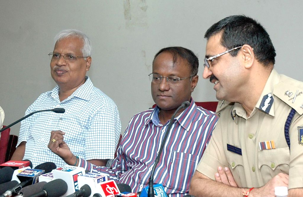Bangalore Police Commissioner Raghavendra Auradkar and BBMP Commissioner M Lakshminarayana during a press conference in Bangalore on April 14, 2014.