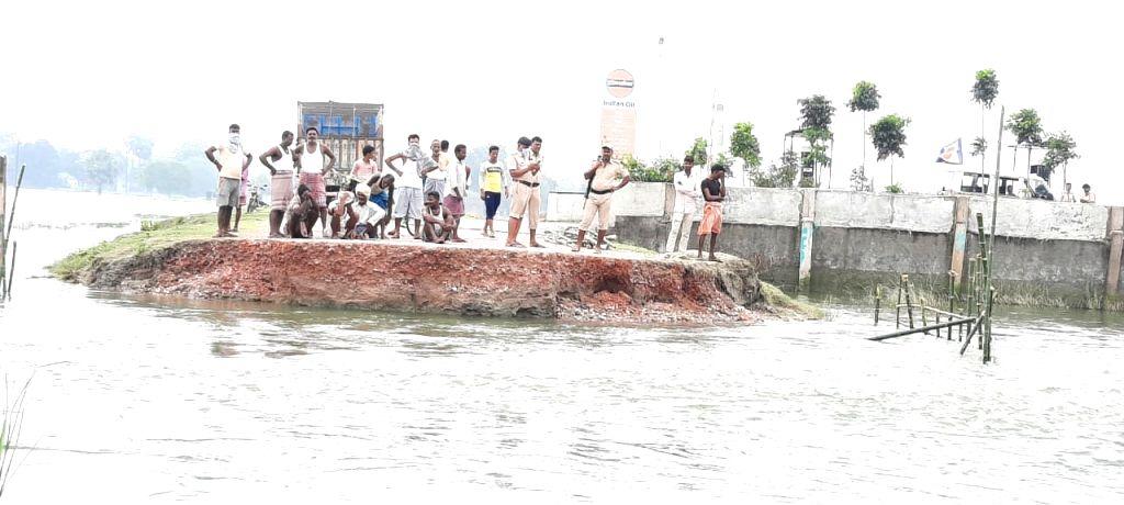 Bangaraghat bridge's broken before Nitish's inauguration.