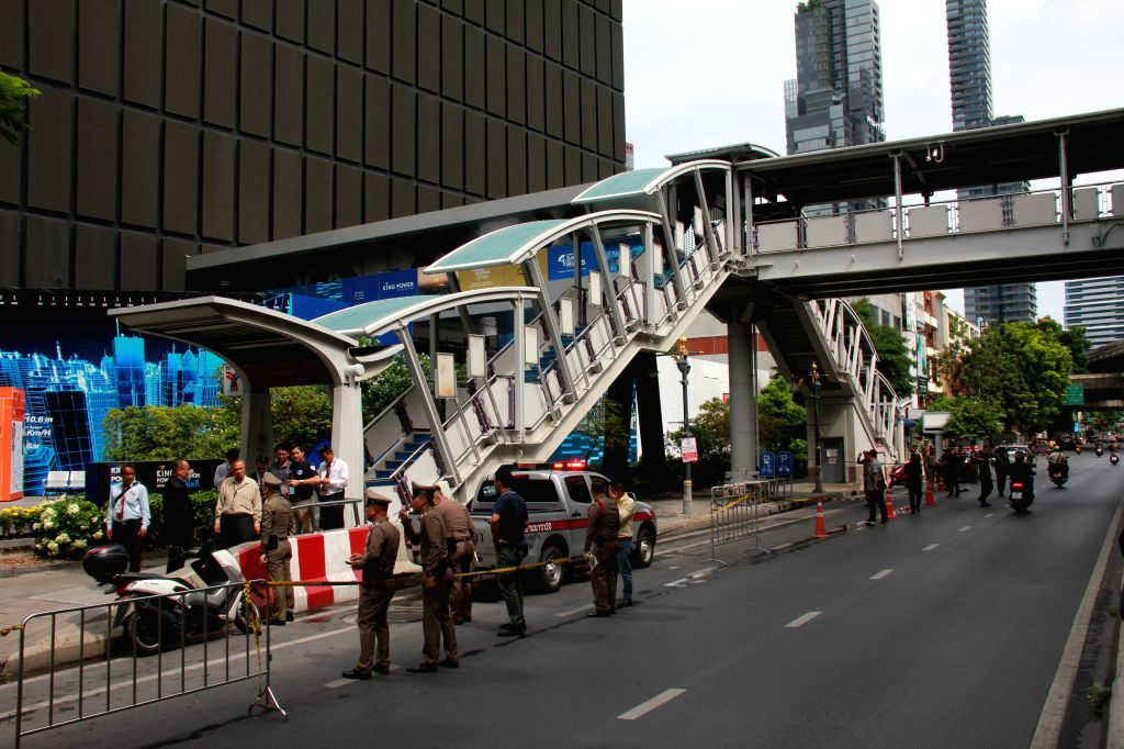 BANGKOK, Aug. 2, 2019 (Xinhua) -- Photo taken on Aug. 2, 2019 shows Thai authorities closing roads around the site where an explosion happened earlier near BTS Chong Nonsi station downtown Bangkok, Thailand. A loud bang was heard near the BTS Chong N