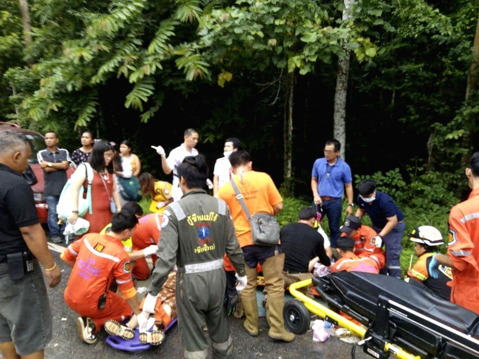 BANGKOK, Aug. 21, 2017 - Cell phone photo taken on Aug. 20, 2017 shows rescuers working at the accident site in Chiang Mai Province, north Thailand. Eleven Chinese tourists and three Thais were ...