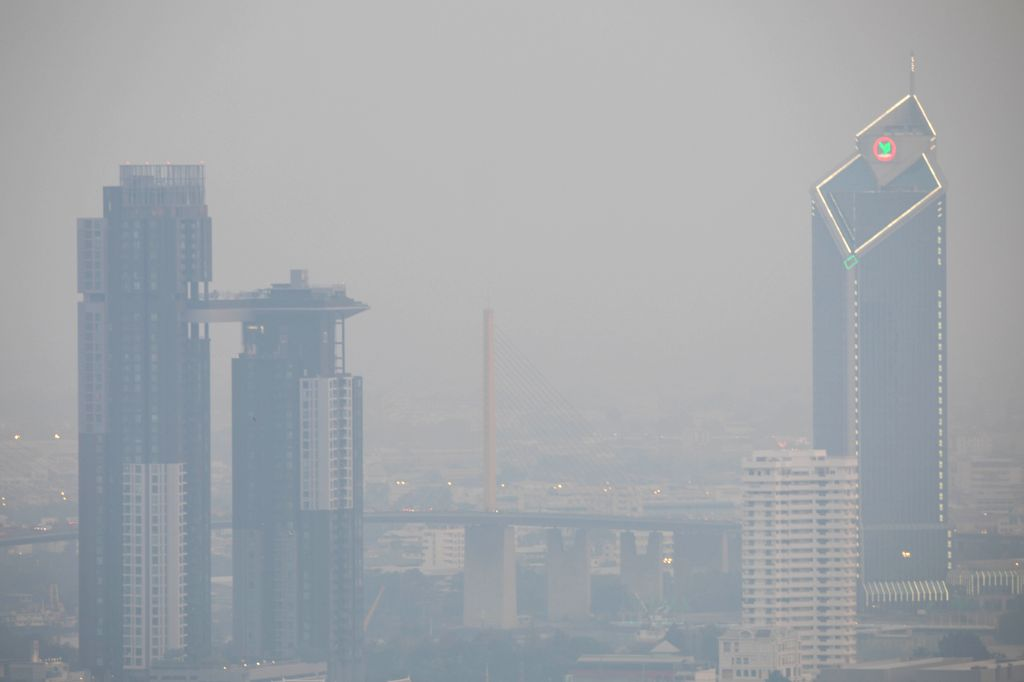 BANGKOK, Jan. 31, 2019 - Photo taken on Jan. 31, 2019 shows buildings enshrouded in smog in Bangkok, Thailand. More than 400 schools in Bangkok were temporarily closed in the face of the city's ...
