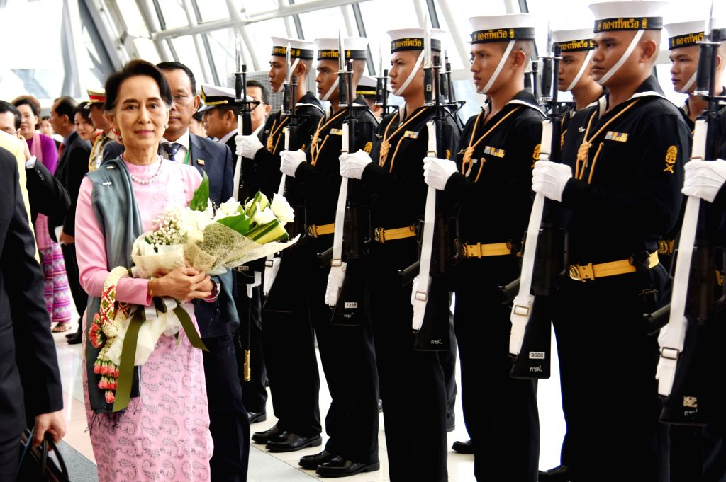 BANGKOK, June 23, 2016 - Myanmar State Counselor and Foreign Minister Aung San Suu Kyi (L) arrives at Suvarnabhumi Airport in Bangkok, Thailand, June 23, 2016. Aung San Suu Kyi left Yangon Thursday ... - Aung San Suu Kyi
