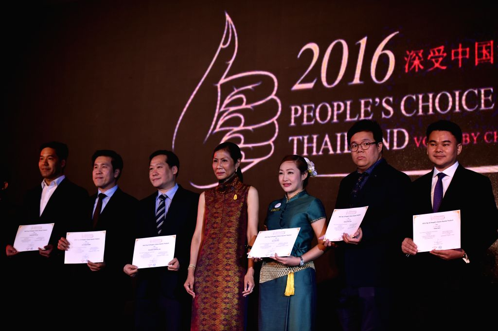 BANGKOK, June 28, 2016 - Kobkarn Wattanavrangkul (C), Minister of Tourism and Sports of Thailand, awards certificates to delegates of favourites in Thailand voted by Chinese mainland tourists, during ...