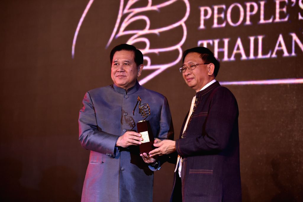 BANGKOK, June 28, 2016 - Tanasak Patimapragorn (L), Deputy Prime Minister of Thailand, awards the trophy of the most popular destination in Thailand in the eyes of Chinese tourists to a delegate of ...