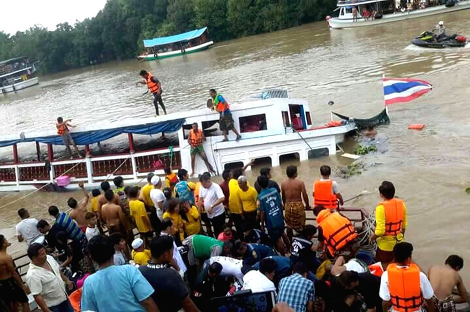 BANGKOK, Sept. 18, 2016 - Rescue workers search for victims on the Chao Phraya River in Thailand's Ayuttaya, Sept. 18, 2016. A ship carrying about 100 people capsized on the Chao Phraya River in ...