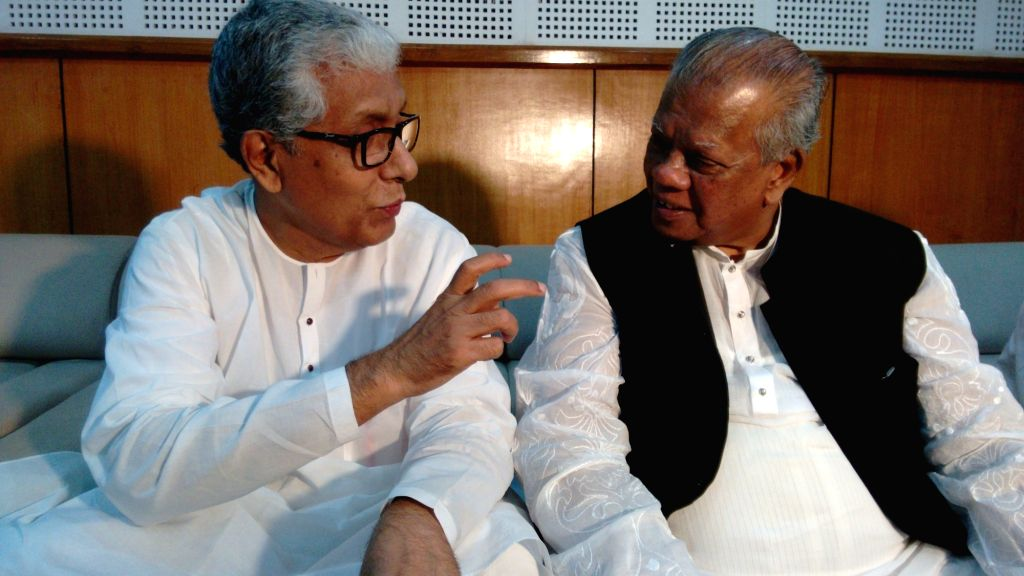 Bangladesh Industry Minister Amir Hossain Amu interacts with Tripura Chief Minister Manik Sarkar on the sidelines of a investment summit in Agartala on June 4, 2016. - Amir Hossain Amu