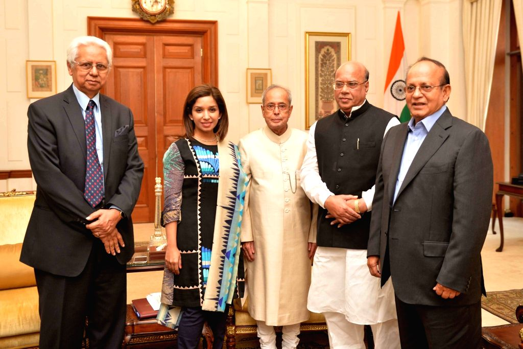 Bangladesh Minister of Health & Family Welfare Mohammed Nasim, Minister of Environment & Forests Anwar Hossain Manju along with others Bangladesh officials, calls on the President ... - Pranab Mukherjee