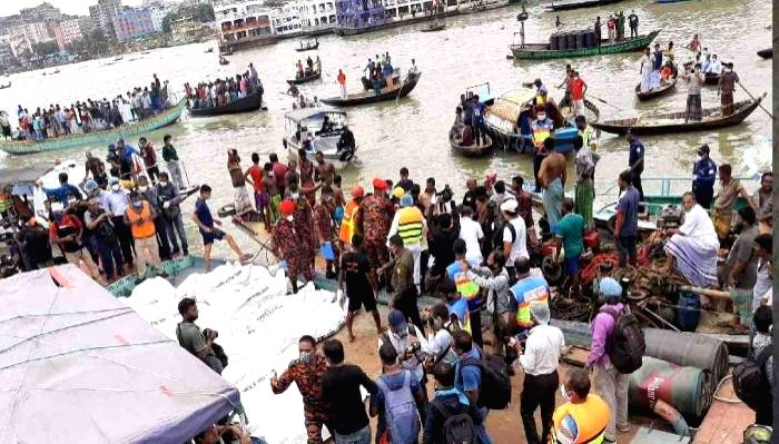 Bangladesh minister says boat capsize was 'deliberate murder'.